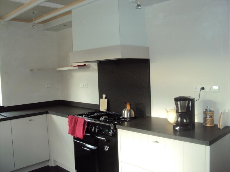 Nieuwe Keuken Plaatsen : Plaatsen van nieuwe keukens en tegelwerk