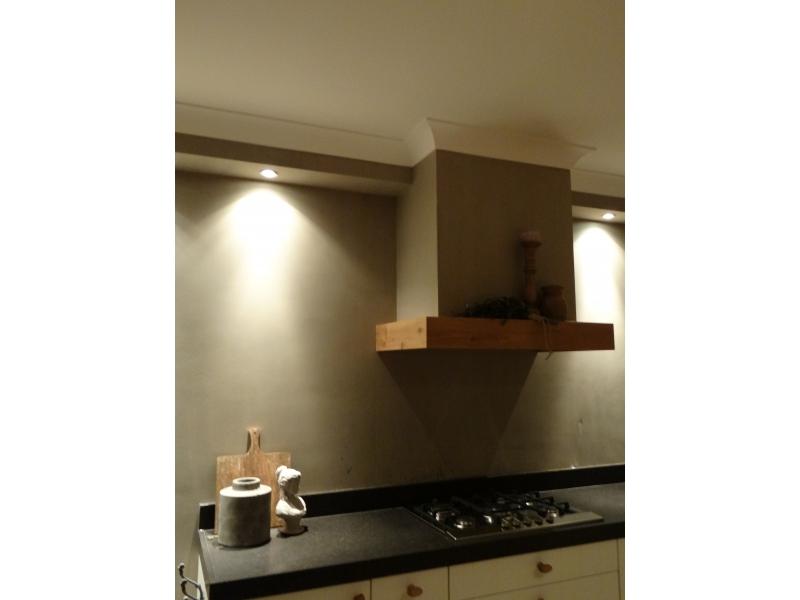Keuken Met Schouw  Mooie landelijke keuken leuke schouw boven de kookplaat en  Houten keuken met