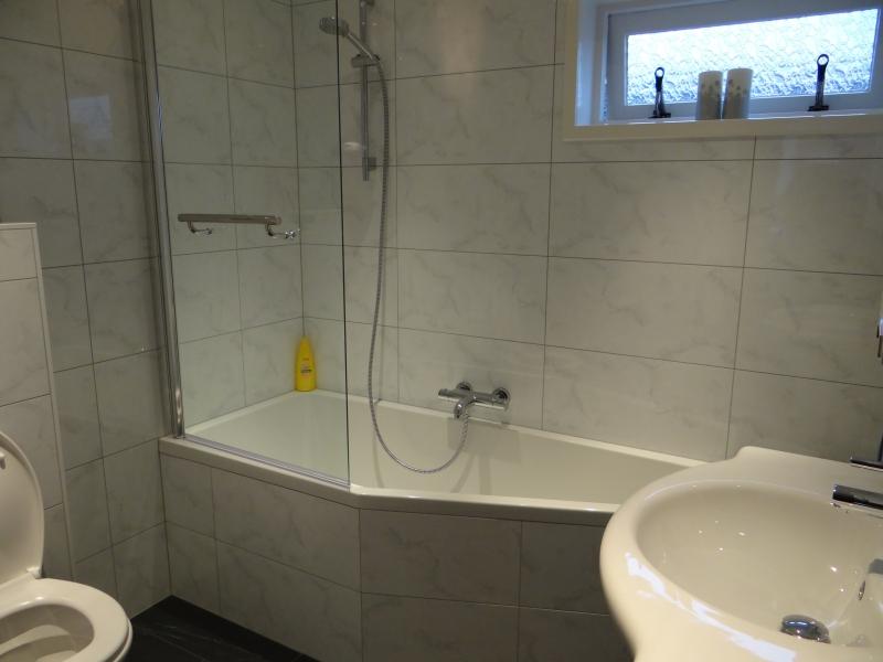 Badkamers keukens warn schipper - Badkamer renovatie m ...